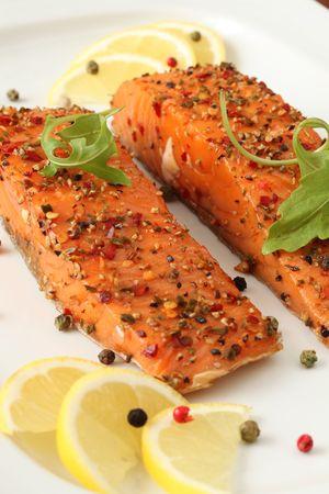 saumon fum�: Fum� saumon avec poivre crustugula