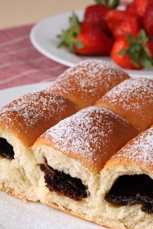 levadura: Levadura de dulce checo tradicionales bollos rellenos con mermelada