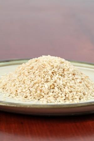 white sesame seeds: White sesame seeds