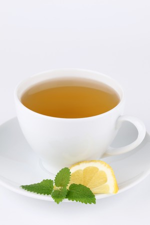 lemon balm: Lemon balm tea with lemon