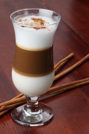Café Latte mit Zimt Standard-Bild