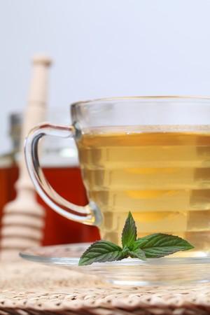 naturmedizin: Tee mit Honig und Zitrone als nat�rliche Medizin. Shallow dof