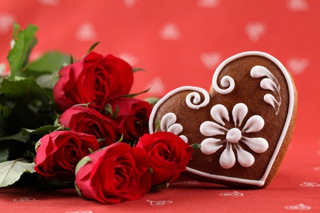 Gingerbread heart and red roses on red background. Shallow dof Stock Photo - 8664496