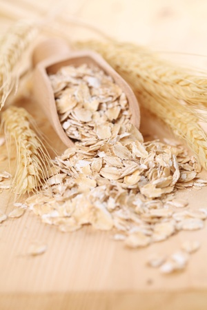 Wooden scoop with oats Standard-Bild