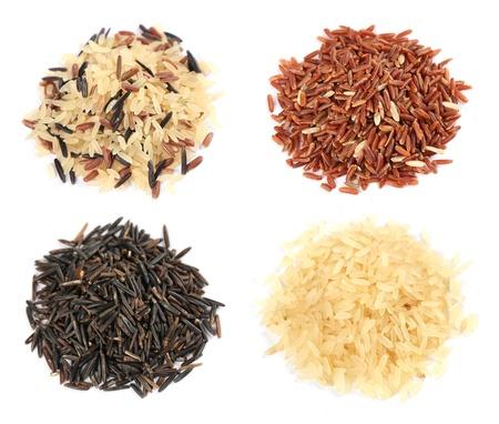 arroz blanco: Varios tipos de arroz en el fondo blanco