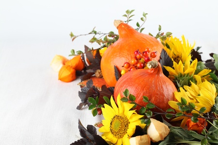 autumn arrangement: Autumn arrangement with Hokkaido pumpkins and sunflowers Stock Photo