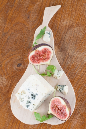 wedge: Blue cheese and fresh figs on a cutting board