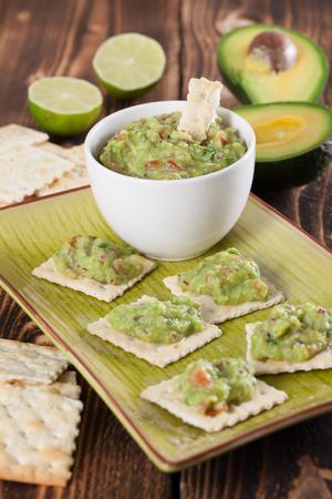tex mex: Guacamole and crackers