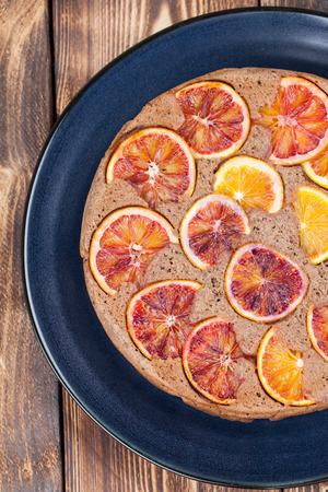 cabeza abajo: torta al revés se escribe con naranjas de sangre Foto de archivo