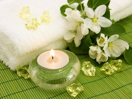Aromatic candle and crystal for body relax