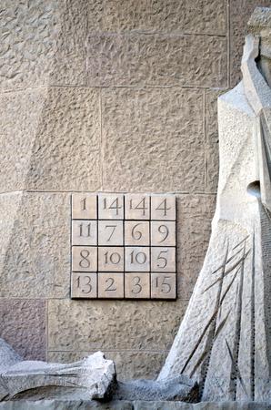 nombres: d�tail de la porte de la famille de sagrada