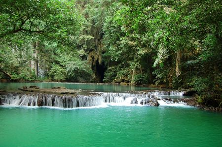 unspoiled: Cascada de la selva, Tailandia