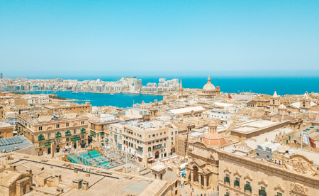 Aerial panoramic view of the Valletta old town on Malta. 免版税图像