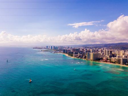 Honolulu, Hawaii. Aerial skyline view of Honolulu, Diamond Head volcano including the hotels and buildings on Waikiki Beach. 免版税图像 - 114399031