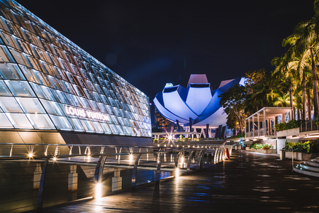 May 20, 2017. Singapore. Beautiful night view at the ArtScience Museum in Singapore. Redakční