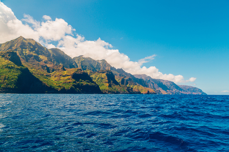 Beautiful view of spectacular Na Pali coast cliffs on Kauai island, Hawaii 版權商用圖片