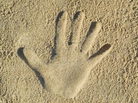 Optische Täuschung - Handschrift in den Sand Lizenzfreie Bilder - 13284991