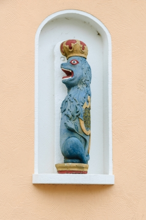 wooden figure: Lion as wooden figure in a niche in the old town of Kappeln, Schleswig-Holstein