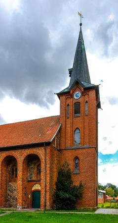 Glockenturm der Kirche von Saint Maurice in Altenmedingen, Lüneburger Heide, Deutschland