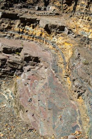 Gesteinsschichten im Steinbruch bei Borghagen in Ddinghausen, Kreis Medebach im Hochsauer