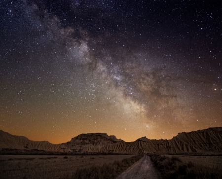 desierto: V�a L�ctea sobre el desierto de las Bardenas, Espa�a