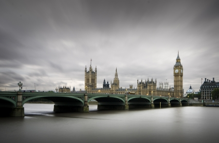Westminster Bridge in a cloudy day
