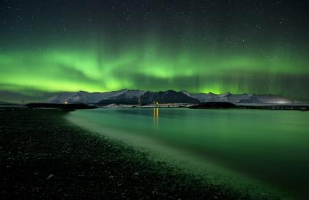 오로라: 물 위에 오로라 폴라리스의 플래시 스톡 사진