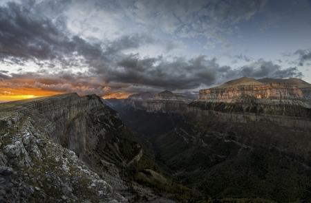 ordesa: Sunset over Ordesa valley, Pyrenees, Spain
