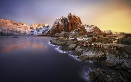 Alba sopra Hamnoy, Isole Lofoten, Norvegia Archivio Fotografico