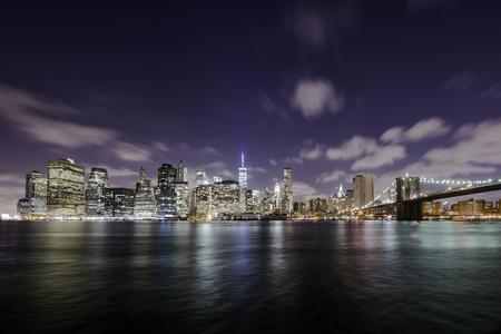 Manhattan skyline at night over the Hudson river, New York City Archivio Fotografico