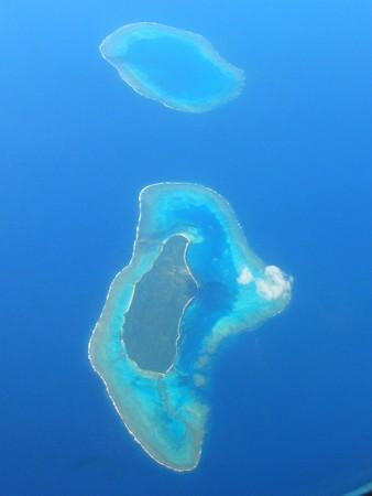 空中写真の小さな島、フランス領ポリネシア