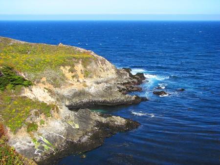 big sur: Cliff near Big Sur, California