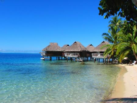ボラボラ、フランス領ポリネシアの水バンガロー