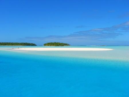 1 つの足の島、アイツは、クック諸島の近くに砂銀行 写真素材