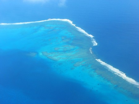 小さなラグーン、ニュー ・ カレドニア島、南太平洋の空中写真 写真素材