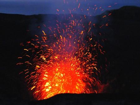Mt ヤウウェー山、バヌアツ、南太平洋の噴火 写真素材