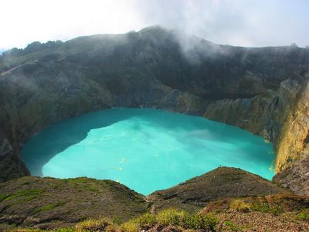 インドネシア ・ フローレス島ケリ ムトゥ