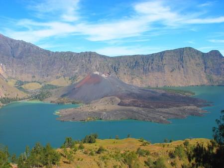 マウント Rinjani インドネシア ・ ロンボク島のクレーター湖 写真素材