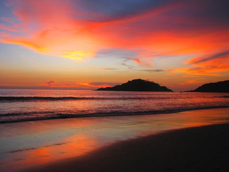 Tropical sunset on the Palolem beach, Goa, India 免版税图像