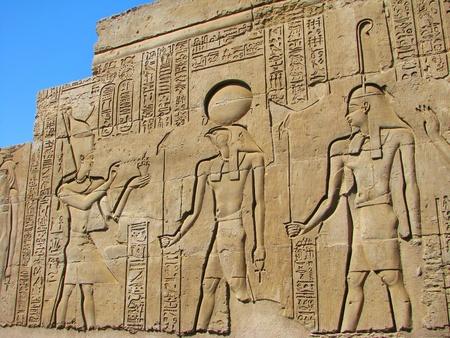 古代の石刻まれたエジプトのエジプトの象形文字