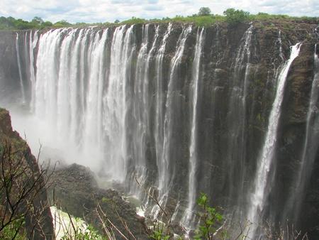 zimbabwe: Majestic Victoria Falls en el río Zambezi, en la frontera de Zambia y Zimbabwe Foto de archivo