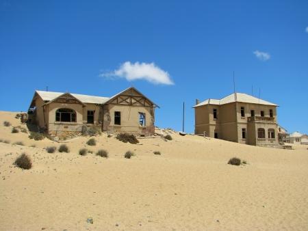 kolmanskop: Ruins of houses in ghost town Kolmasnkop, Namibia Stock Photo