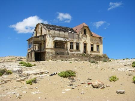 kolmanskop: Ruins of house in ghost town Kolmasnkop, Namibia Stock Photo