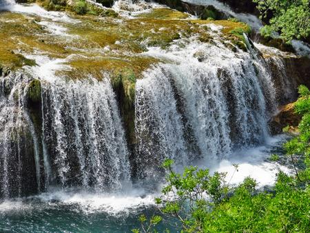 クルカ国立公園、Roski 平手打ち、クロアチアのクルカ川の滝 写真素材