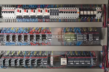 電気パネル組立ライン工場。コントロール ・ スイッチ 写真素材