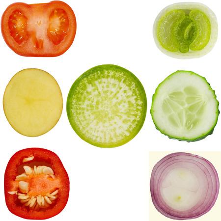 cebolla: Colección de verduras en el fondo aislado - tomate, pepino, chiles, papas, rábanos, cebolla, cebolla verde