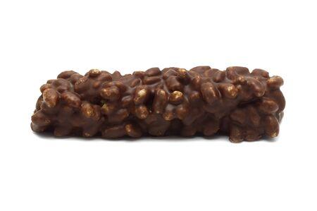 Wafer croccante al cioccolato isolato su sfondo bianco.