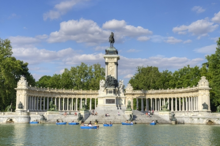 Monument to Alfonso XII and boating lake at Parque del Retiro in Madrid Stock Photo