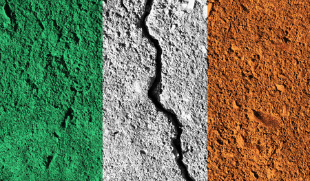 Ireland flag with crack through the middle. Country divided concept Zdjęcie Seryjne - 91450014