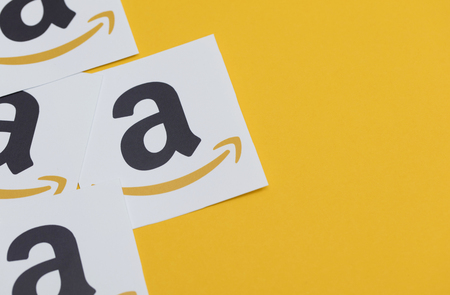 Amazon logo printed onto paper. Amazon is the largest online retailer in the world and was founded in 1994 新聞圖片